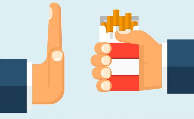homem negando cigarro 216 400x800